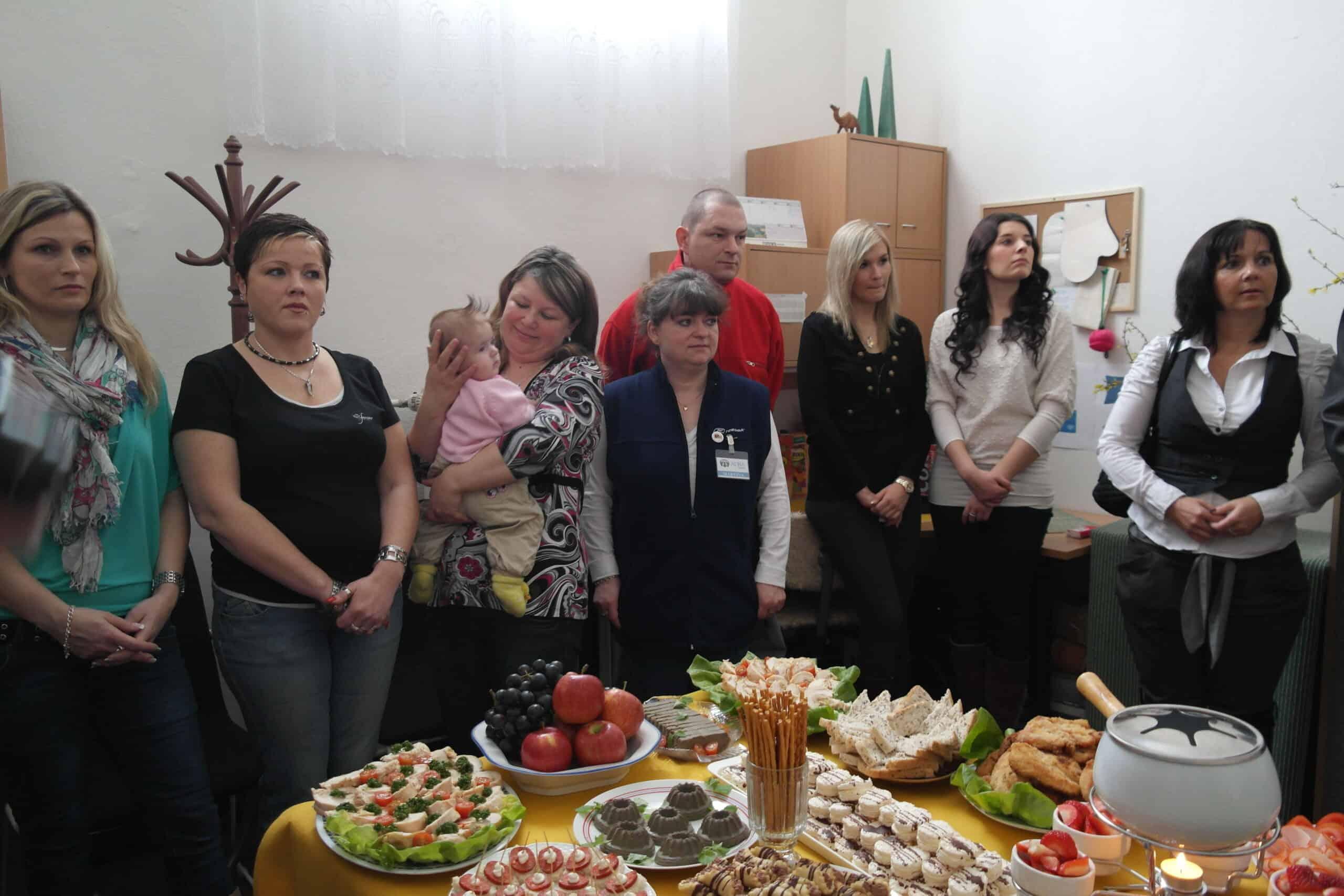 V Havířově oslavili rok fungování sociálního šatníku acharitativního obchodu