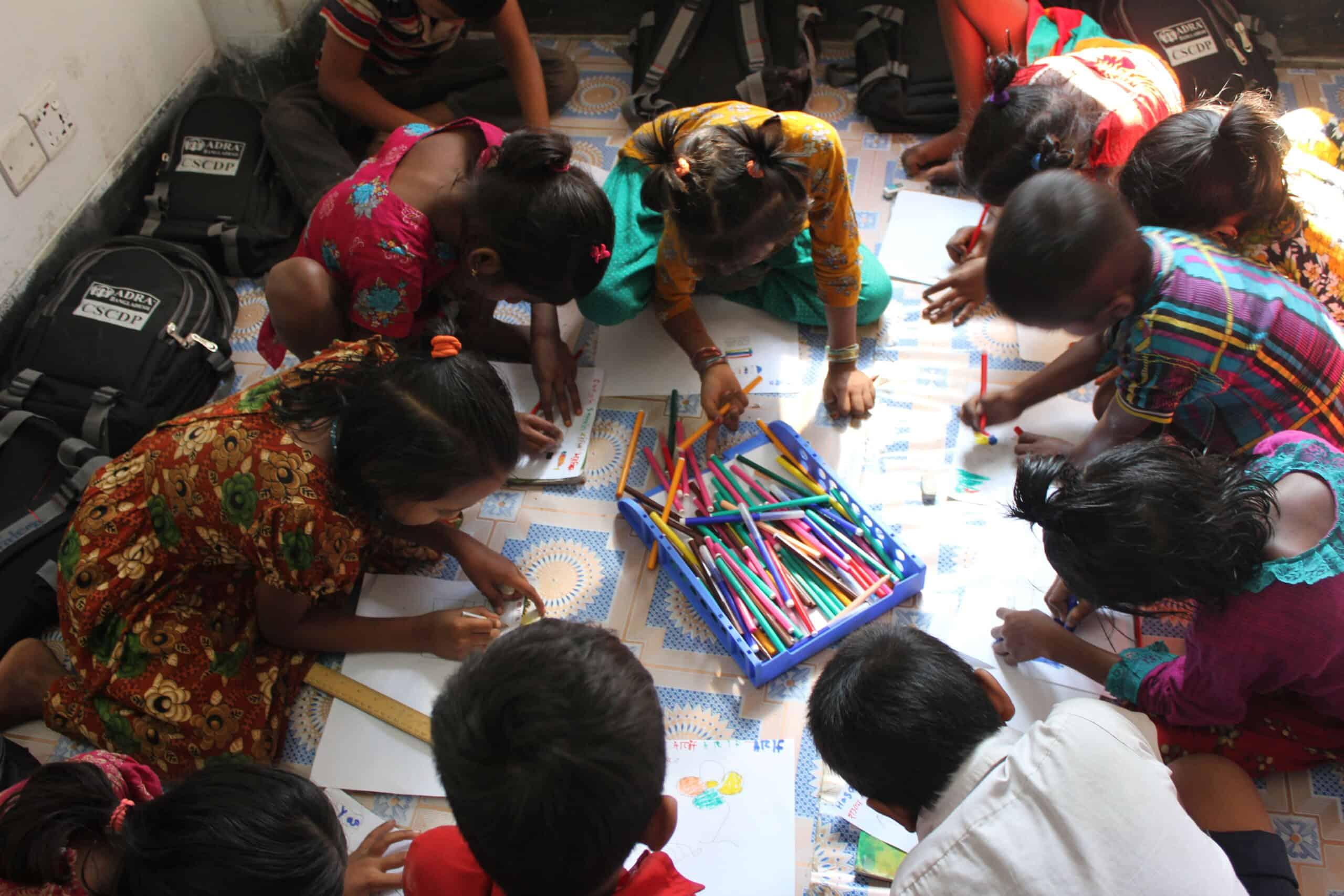 Děti vcentru při učení