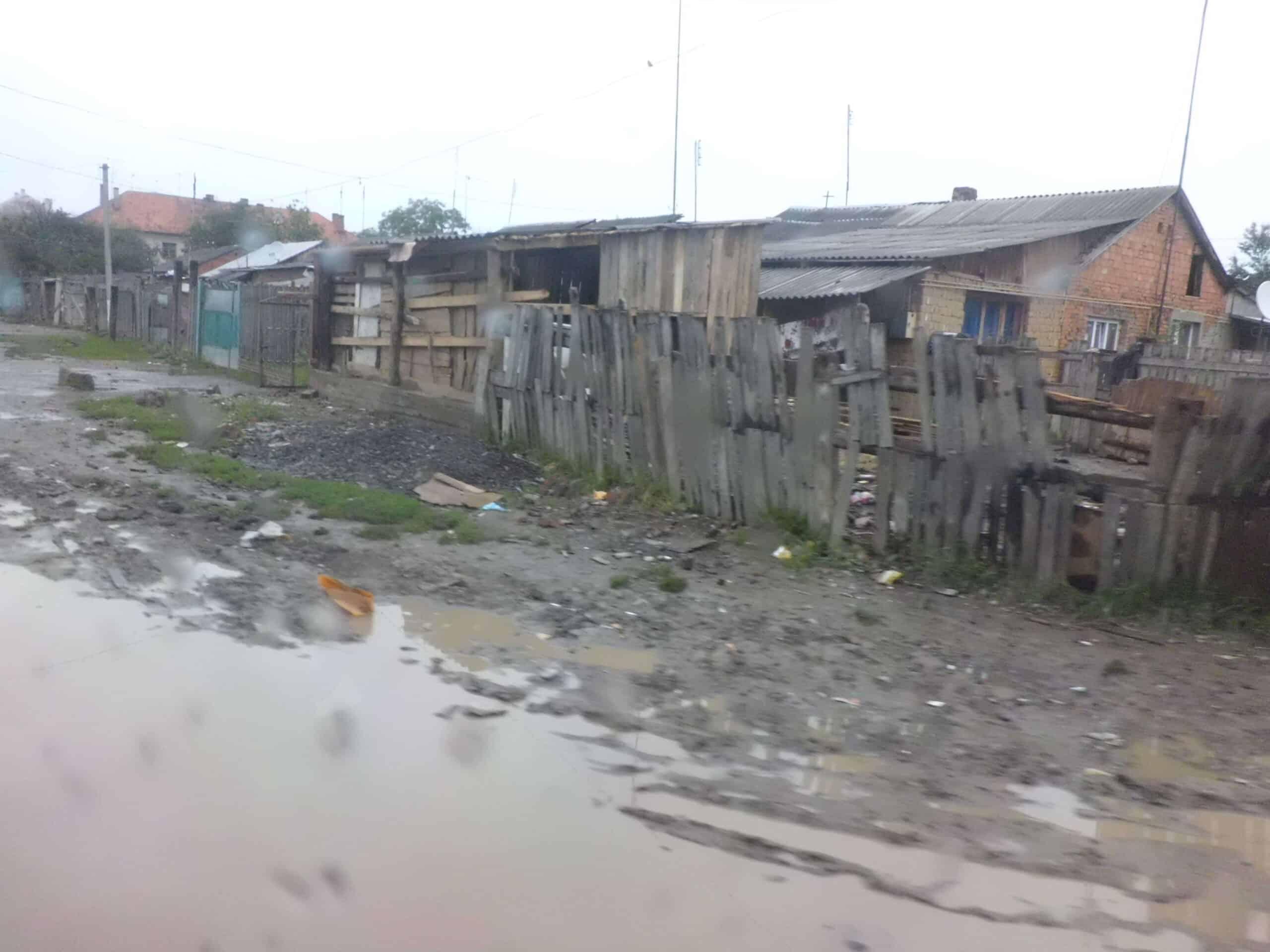 vyloučená čtvrť nedaleko školy